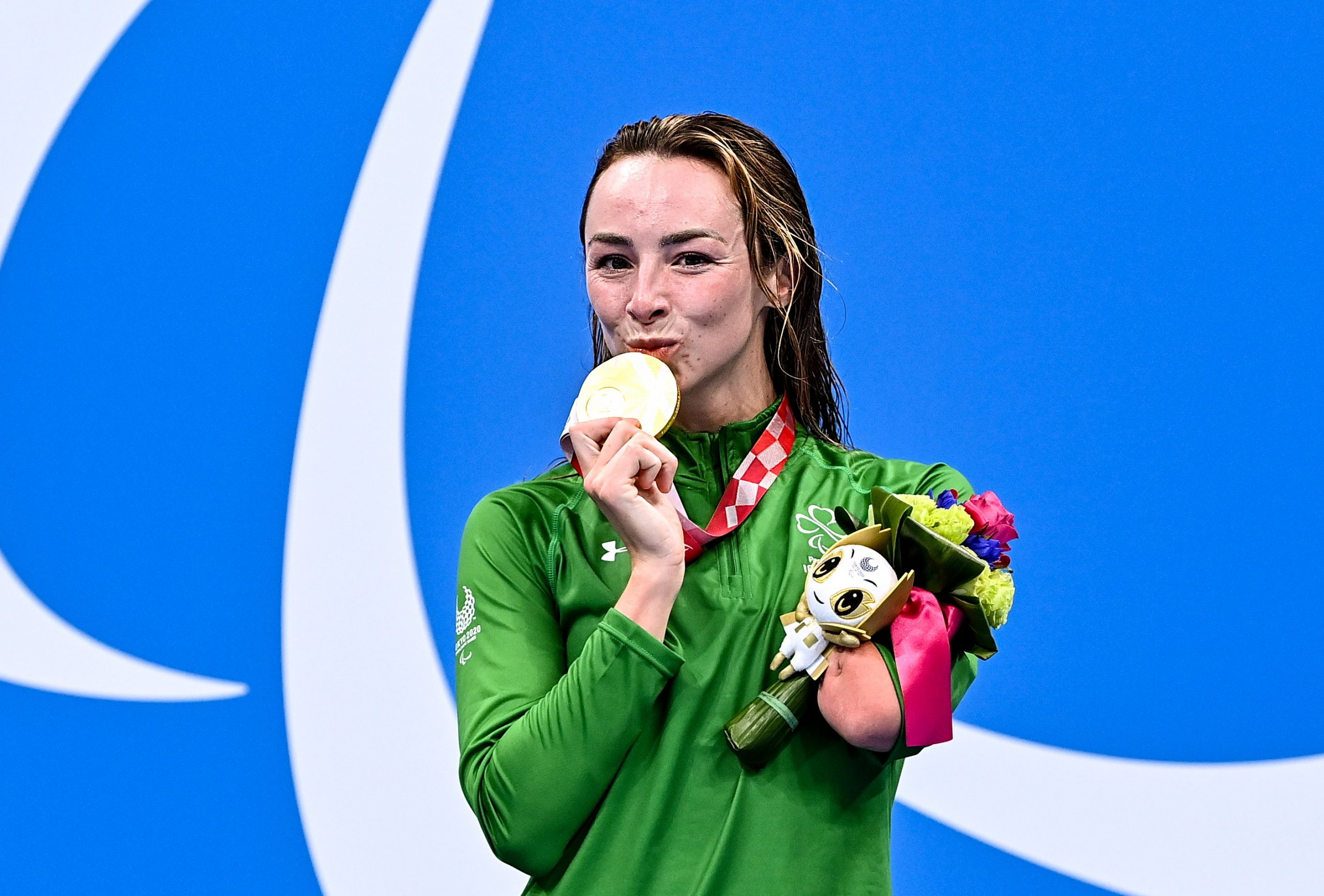 26 August 2021; Ellen Keane of Ireland with her gold medal after winning the Women's SB8 100 metre breaststroke final at the Tokyo Aquatic Centre on day two during the Tokyo 2020 Paralympic Games in Tokyo, Japan. Photo by Sam Barnes/Sportsfile *** NO REPRODUCTION FEE ***